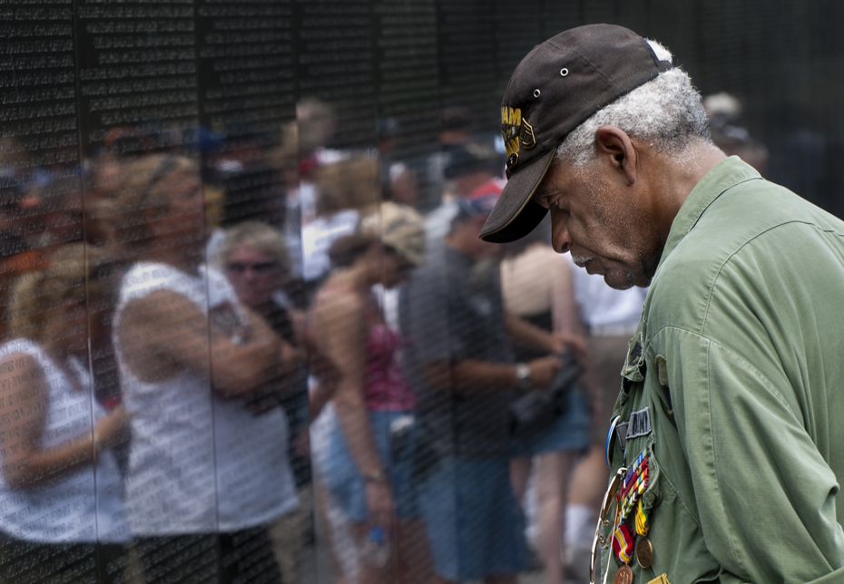 Charles J. Smith stood in the same spot in front of the Vietnam Veterans Memorial for more than an hour.Wearing a green army jacket and holding a framed photograph behind his back, Smith bowed his head and stared at a name inscribed on the granite monument. The name was that of a friend, James E. Pierce.