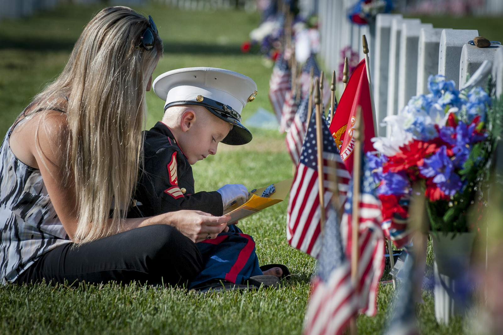 On Memorial Day, Brittany Jacobs of Hertford, North Carolina and her son, Christian, 4 sit at the headstone of her husband, Marine Sgt. Christopher Jacobs, in Section 60 at Arlington National Cemetery in Arlington, Virginia, USA, on 25 May 2015. (Pete Marovich/ European PressPhoto Agency)